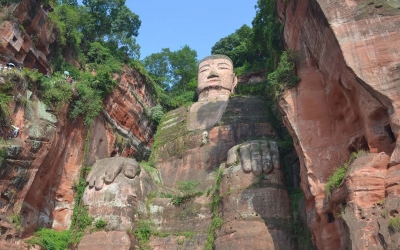 Private Full-Day Tour from Chengdu to Panda Base and Leshan Buddha